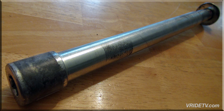 vrod swingarm pivot shaft 48392-01A